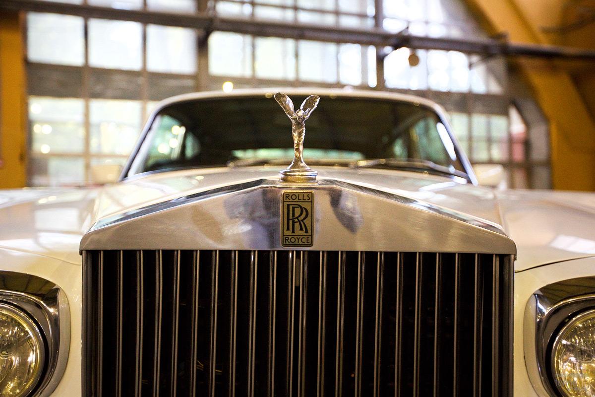 Эмблема Rolls-Royce. Музей Московский транспорт