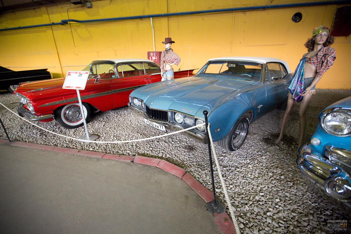 Oldsmobile Cutlass и Chevrolet Impala. Музей Московский транспорт