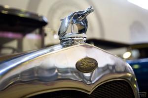 Ford с эмблемой утки-селезня в Музее транспорта Москвы