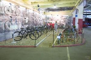 Помимо машин, в музее представлены и старые велосипеды