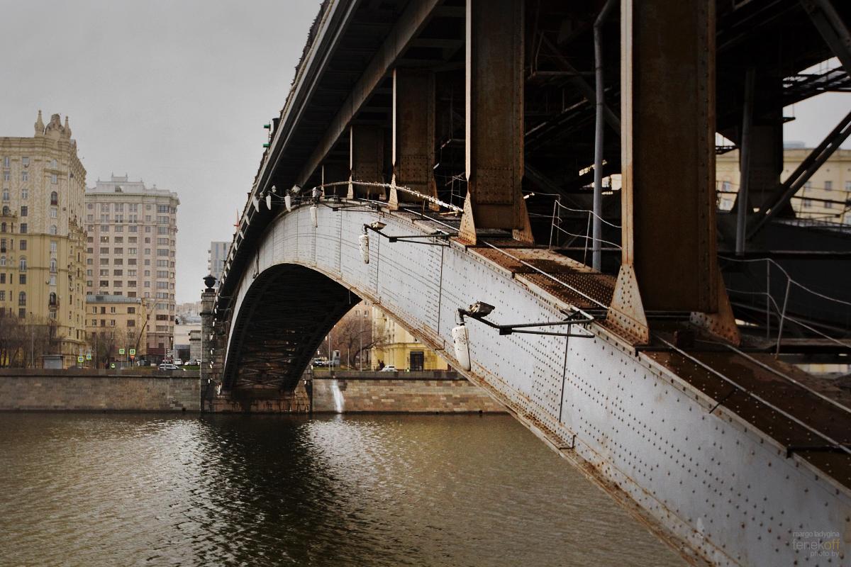 Смоленский метромост через Москву-реку