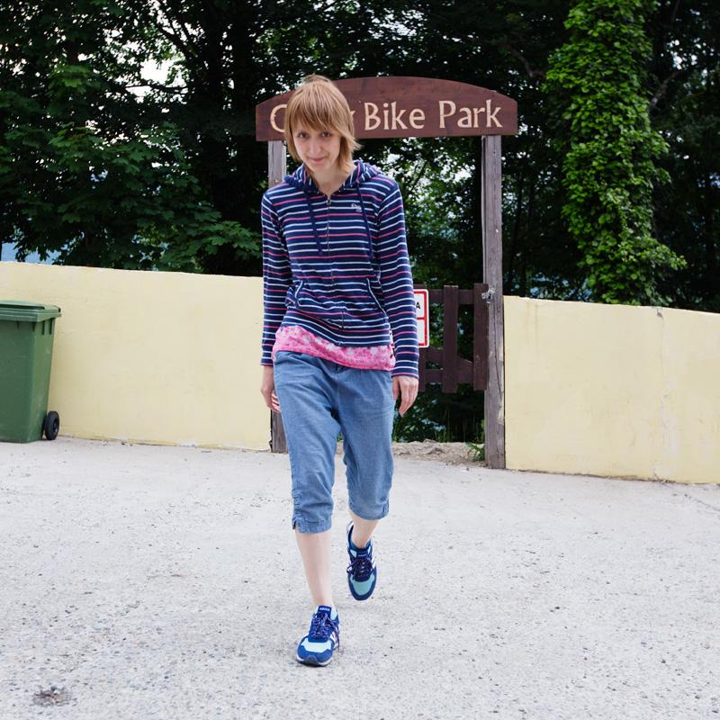 Маргошка перед въездом в Байк-парк