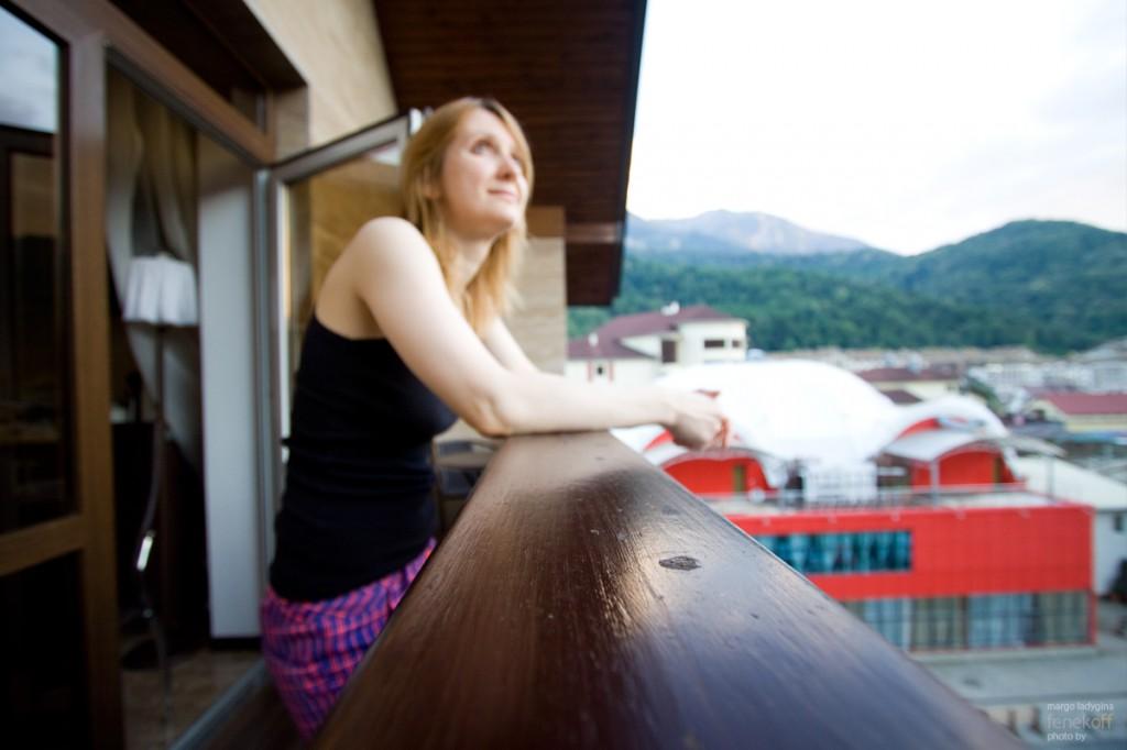 Маргошка на балконе