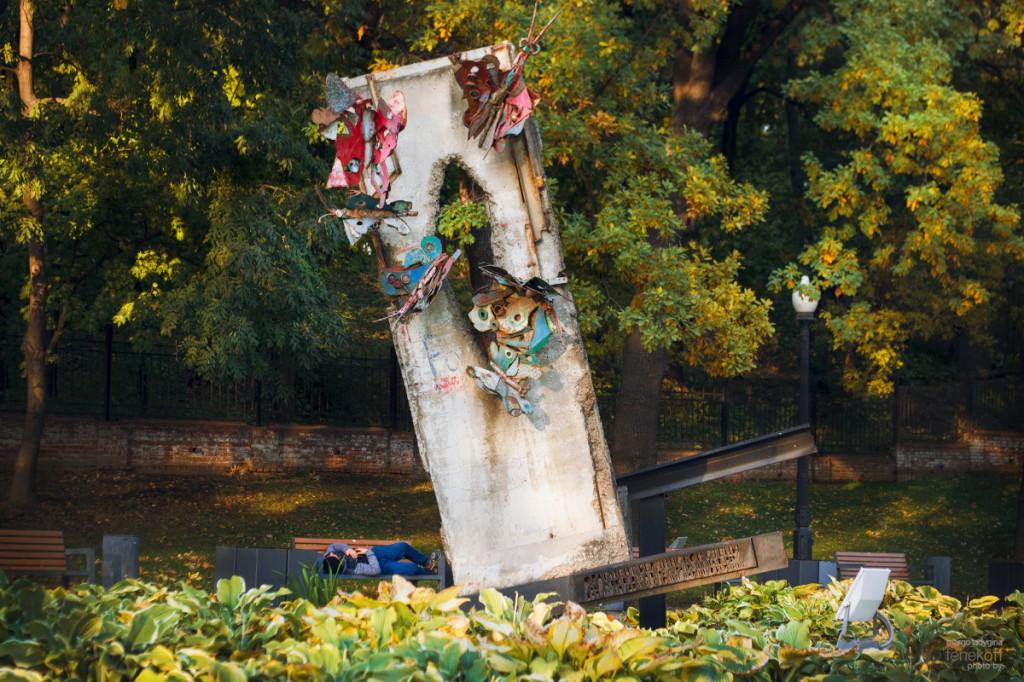 Фрагмент Берлинской стены в Москве
