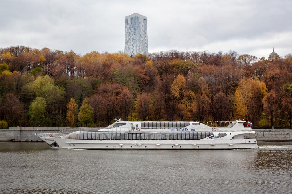 Прогулочный кораблик на Москве-реке